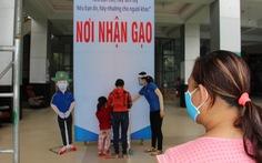'ATM gạo' nhân ái có mặt ở Bình Định, nhiều tấm lòng tràn tới đổ gạo vô