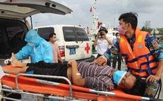 Cứu 5 thuyền viên bị ngạt khí trên biển