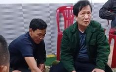 Chủ tịch xã trực COVID-19 xong đi đánh bài bị dân ghi hình