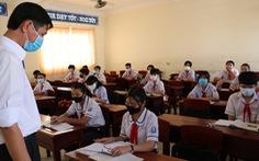 Học sinh Cà Mau trở lại trường, ngồi cách 2 mét, Thái Bình ngồi như cũ