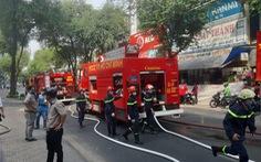 Cơ sở spa trong hẻm đường Võ Văn Tần cháy dữ dội, khói nghi ngút