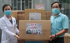 Báo Tuổi Trẻ trao nhiều trang thiết bị y tế cho Bệnh viện quận Thủ Đức
