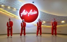 AirAsia công bố đồng phục tiếp viên hàng không 'kín mít' có một không hai