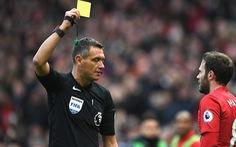 FIFA tính chuyện phạt thẻ cầu thủ khạc nhổ để tránh lây lan COVID-19
