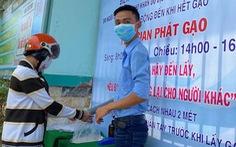 Thầy trò góp tiền mở ATM gạo tại cổng trường giúp người khó khăn