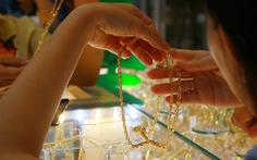 Giá vàng rơi khỏi mức 49 triệu đồng/lượng