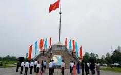 Thượng cờ thống nhất non sông đôi bờ Hiền Lương phù hợp phòng chống dịch