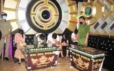Rút giấy phép quán karaoke bất chấp lệnh cấm, cho khách vào hát và dùng ma túy