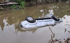 Ôtô lao xuống sông lúc nửa đêm, 2 người chết