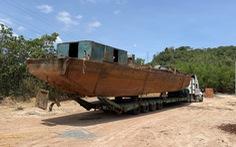 Lại xe đầu kéo chở tàu 'siêu dài' nghênh ngang qua 3 tỉnh thành mới phát hiện