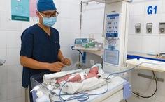 Mổ 2 lần trong 1 tuần cứu bé gái sơ sinh bị dị tật hở thành bụng