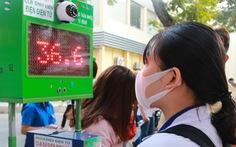 Sinh viên chế máy đo thân nhiệt tự động kết hợp khai báo y tế