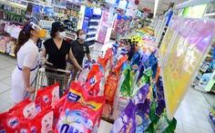 Hàng hóa mỹ phẩm 'đua nhau' giảm giá