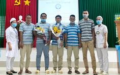 Bàn giao 5 thủy thủ Indonesia bị nạn trên biển Sóc Trăng