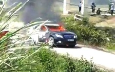 Búi rơm phơi hại xe chở đoàn Sở Xây dựng Thanh Hóa cháy rụi giữa đường