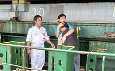 Tàu cá Ninh Thuận cứu một người Philippines trôi dạt trên biển