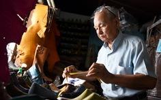 Người nghệ nhân già gần 90 tuổi lưu giữ hào quang của nghệ thuật đóng giày