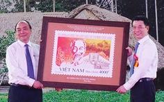 Phát hành bộ tem đặc biệt kỷ niệm 130 năm ngày sinh Bác Hồ