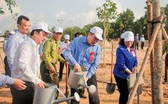 Lãnh đạo TP.HCM trồng cây, phát động 'Tết trồng cây đời đời nhớ ơn Bác Hồ'