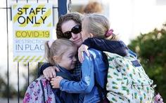 New Zealand áp dụng 'hôn rồi đi' cho học sinh