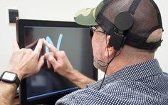 Cấy điện cực vào não giúp người mù 'nhìn' được chữ cái, hình khối