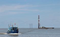 Cà Mau đề nghị dừng thi công các trụ tuôcbin điện gió Tân Thuận