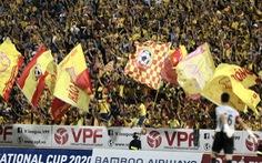 Bóng đá trở lại, khán giả nghẹt sân