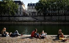 Pháp 'qua đỉnh dịch' nhưng vẫn duy trì giãn cách xã hội