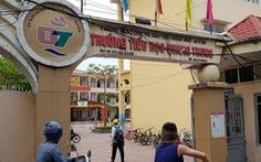 Học sinh đứng ở cổng trường vì đi học sớm: Sự việc diễn ra thế nào?