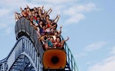Khi công viên giải trí trở lại, chơi tàu lượn siêu tốc không được… la hét