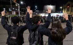 Biểu tình 'Tôi không thở được' lan khắp nước Mỹ, cảnh sát bị bắn chết