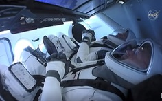 Tàu con thoi Crew Dragon kết nối vào Trạm không gian quốc tế