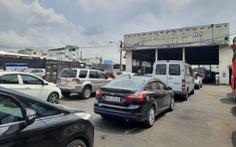 Đổ xô xếp hàng kiểm định ôtô tại TP.HCM