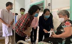 Lãnh đạo TP.HCM thăm bác sĩ, nhân viên y tế, bệnh nhân có hoàn cảnh khó khăn tại Bình Dương