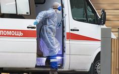 Khủng hoảng COVID-19 ở Nga: 3 bác sĩ té lầu bí ẩn, hàng trăm nhân viên y tế đình công