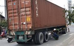 Container cán chết người, tài xế không xuất trình được bằng lái