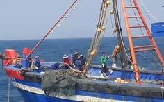 Nhóm người trên hai tàu giã cào tận diệt hải sản tấn công lại lực lượng chức năng