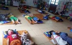 Nghệ An yêu cầu kiểm tra việc trẻ mầm non đeo khẩu trang khi ngủ