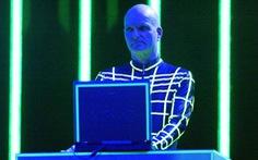 Chia tay Florian Shneider - người châm ngòi cho nhạc điện tử