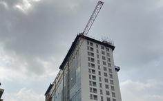 'Cắt ngọn' tầng 18 tòa nhà 8B Lê Trực