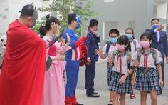 Siêu anh hùng, nàng Bạch Tuyết... đón học trò trở lại trường