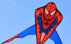 Ba em nhỏ nhập viện vì cho nhện cắn để trở thành siêu nhân nhện