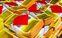 Cậu bé 8 tuổi bị lưu hồ sơ cảnh sát 12 năm vì dùng tiền âm phủ mua hàng