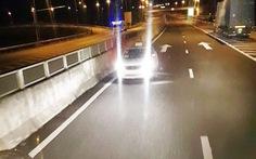 Tài xế taxi chạy ngược chiều trên cao tốc bị phạt 17 triệu đồng