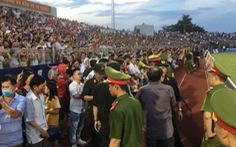 Ban tổ chức sân Hà Tĩnh bị cảnh cáo, phạt 15 triệu đồng vì để xảy ra 'vỡ sân'