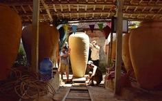 Làm bình khổng lồ ở làng gốm 500 tuổi