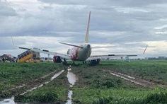 Máy bay hạ cánh trượt khỏi đường băng Tân Sơn Nhất, Vietjet nói do mưa gió lớn