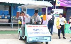 Học sinh thích thú lái xe năng lượng mặt trời, xem in 3D... khi đi nghe tư vấn tuyển sinh
