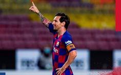 Messi ghi bàn từ chấm 11m giúp Barca hơn Real Madrid 5 điểm