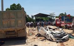 Khởi tố vụ xe tải lật đè nát xe hơi, 3 người tử vong